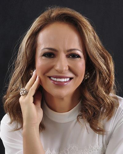 Prof. Cláudia Catão