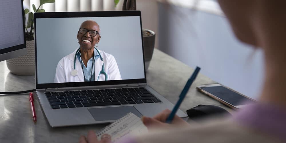 Saúde digital e presencial devem andar lado a lado